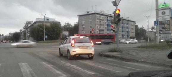 Светофор. Красный свет. Стоп-линия.