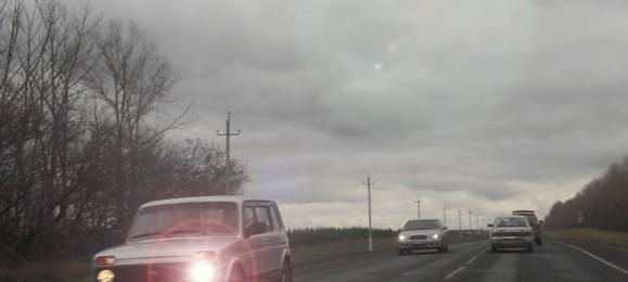 Дорога. Встречные автомобили.