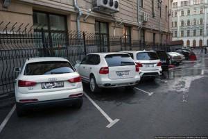 Несчастный владелец автомобиля Порш Кайен. Фото: zyalt.livejournal.com