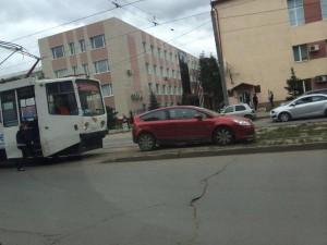 Припарковалась на трамвайных путях