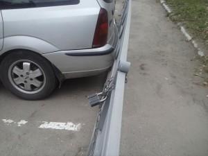 Чудеса парковки. Женщина и забор.