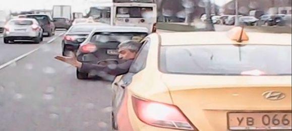 Таксист не пропустил скорую видео